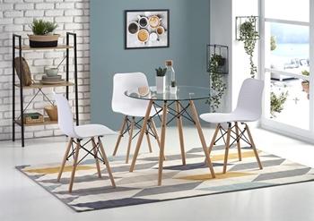 ilustračné foto stola a stoličiek